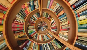 bookshelve pixabay