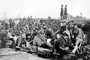 Union_soldiers_entrenched_along_the_west_bank_of_the_Rappahannock_River_at_Fredericksburg,_Virginia_(111-B-157)